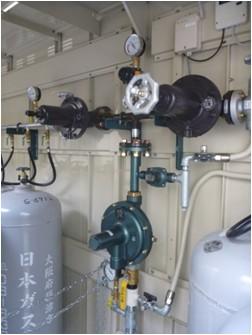ガス自動切替器